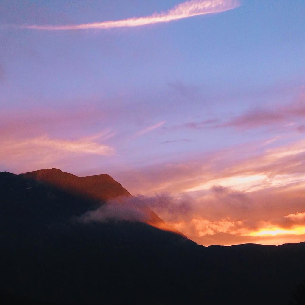 coucher de soleil sur le massif du taillefer