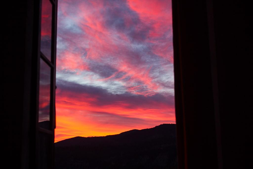 coucher de soleil depuis les fenêtres du monastère de sainte croix
