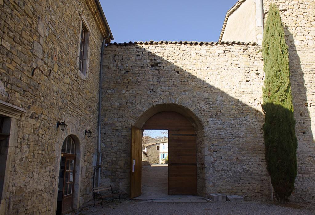 entrée du monastère de sainte croix