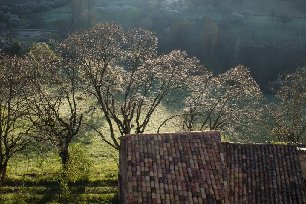 lever de soleil dans le village de Rosans